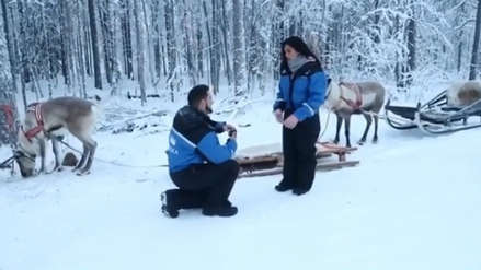 Vania Bludau: La romántica pedida de matrimonio navideña de su novio [VIDEO]