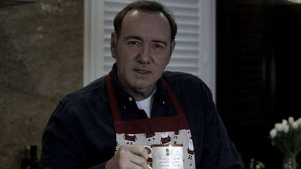 Kevin Spacey reapareció como Frank Underwood para defenderse de denuncias de abuso sexual
