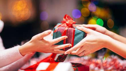 La ciencia dice que dar regalos de manera desinteresada mejora tu salud mental