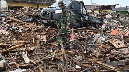 Un hombre logró encontrar con vida a su esposa y tres hijos tras tsunami en Indonesia