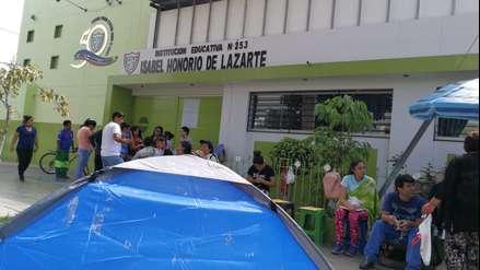 Padres acampan por vacantes para jardín de niños en Trujillo ...