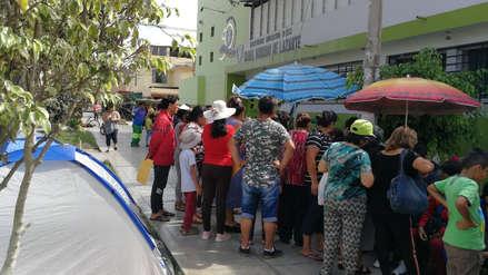 Padres acampan por vacantes para jardín de niños en Trujillo
