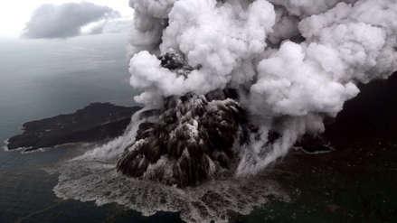 Indonesia elevó alerta por erupciones del volcán Krakatoa a días del tsunami