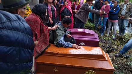 Entierran a madre e hijo que murieron durante huaico en Huayopata