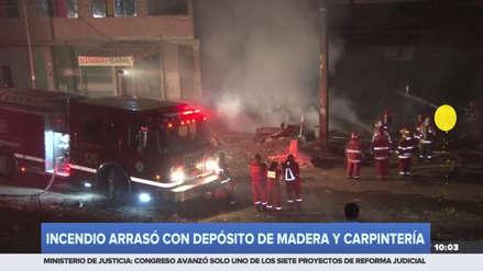 Un incendio consumió un depósito de maderas en Villa María del Triunfo
