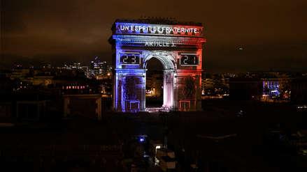 París despide el año recordando la Copa del Mundo con un espectáculo de luces y pirotécnicos