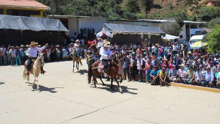 Piura | Nuevo alcalde de Pacaipampa llegó a su juramentación montado a caballo