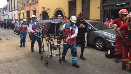 Derrumbe en una antigua casona del Centro de Lima dejó varias personas atrapadas
