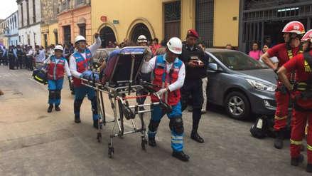 Rescatan a 50 personas tras el derrumbe de una antigua casona del Centro de Lima