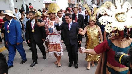 Alcalde de Moche llega en caballo a Huaca de la Luna tras jurar el cargo