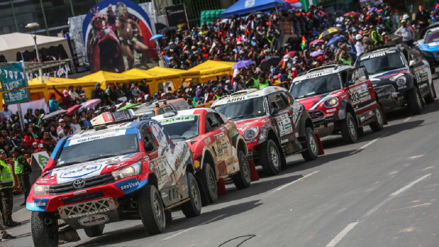 Dakar 2019 | Impresionantes vehículos que participarán en el Rally recorren las calles de Lima [VIDEO]