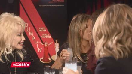 Jennifer Aniston y Sandra Bullock sorprenden al besarse durante una entrevista [VIDEO]