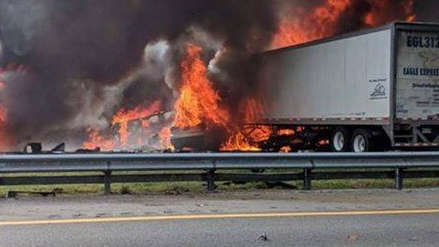 Sube a siete el número de muertos en un accidente múltiple en autopista de EE.UU.