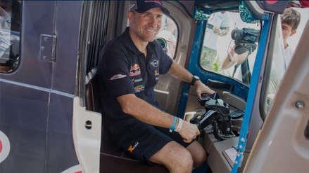 ¿Stéphane Peterhansel cambió de categoría? El piloto se animó a manejar un mototaxi previo al Dakar 2019 | VIDEO