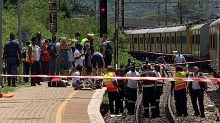 Al menos tres muertos y 200 heridos en un choque de trenes en Sudáfrica