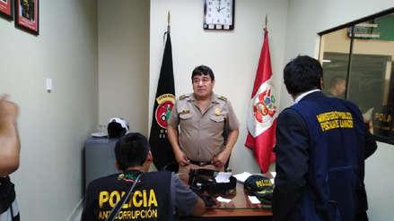 Cinco policías fueron detenidos por presuntos cobro de cupos a transportistas informales