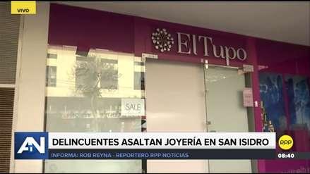 Cuatro delincuentes robaron joyería en San Isidro