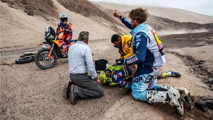 Dakar 2019: Motociclista queda fuera de la competición tras caída y es auxiliado por otros participantes