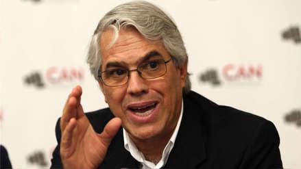 Comisión de Ética aprobó investigación contra Gino Costa por agresión a Luis Alva Castro