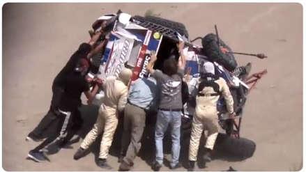 Dakar 2019 | Piloto ruso tuvo accidente en San Juan de Marcona y el público le brinda auxilio