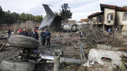 Un avión de carga se estrella con al menos 10 personas a bordo en Irán
