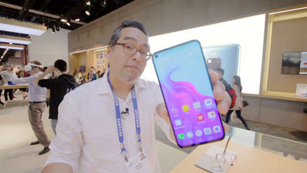 Probamos la pantalla agujereada del Huawei Nova 4 en el CES 2019