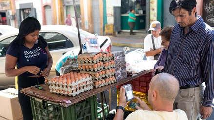 Más dinero y menos comida: la fórmula que se repite con los  aumentos salariales de Nicolás Maduro