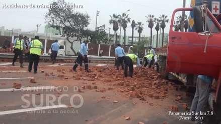 Video | Camión cargado de ladrillos y furgoneta sufrieron accidente en la Panamericana Sur