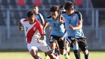Perú vs. Uruguay: Martín Távara casi anota gol de tiro libre  | VIDEO