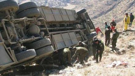 Al menos 11 personas murieron tras despiste de bus en Bolivia
