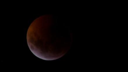 Así se vieron las cinco horas del eclipse total de Luna