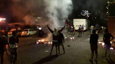 Cacerolazos y barricadas en protestas contra Nicolás Maduro en 10 estados de Venezuela