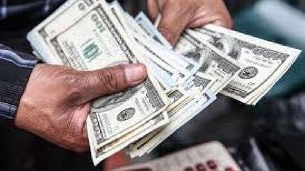Dólar sube ante demanda de bancos extranjeros y cierra en S/3.348