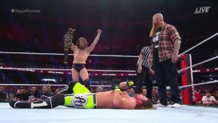 Royal Rumble 2019 | Daniel Bryan retiene su título de WWE ante AJ Styles con la ayuda de Eric Rowan