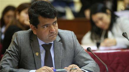 Ética aprueba informe que recomienda suspender por 120 días a Luis López Vilela