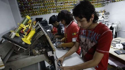 Congreso decidirá alza de sueldo para trabajadores en el turno noche
