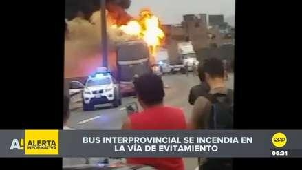 Un bus interprovincial se incendia en la Vía Evitamiento