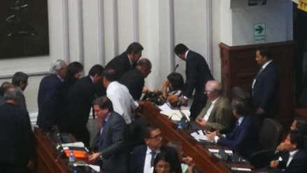María Elena Foronda sufrió accidente y fue sacada en silla de ruedas del Pleno