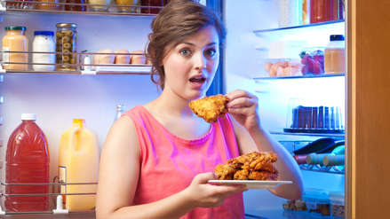 Comer pollo frito todos los días eleva el riesgo de muerte por males cardíacos en mujeres