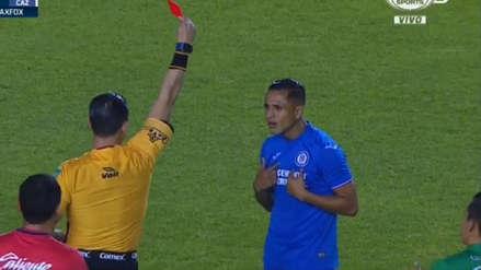 Yoshimar Yotún fue expulsado ante León luego de una consulta del árbitro al VAR
