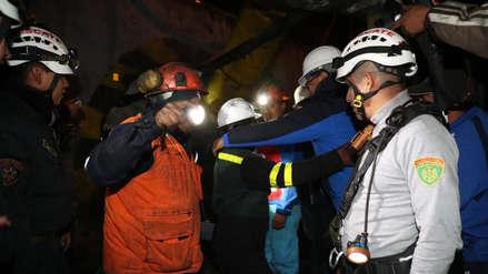 Mineros rescatados están conscientes aunque presentan signos de deshidratación