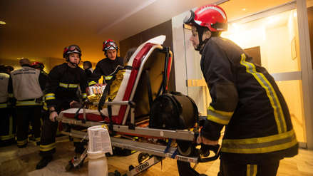 París | Sospechosa de provocar incendio que dejó 10 muertos es ingresada a un psiquiátrico