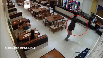 Video   Así fue como dos delincuentes armados asaltan pollería en Chiclayo