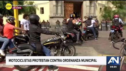 Motociclistas protestan frente a Municipalidad de Miraflores por polémica ordenanza