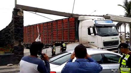 Ate | Camión destruye parte del arco de Salamanca [VIDEO]