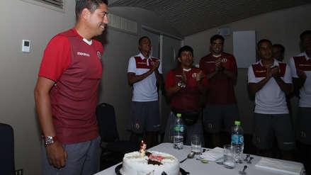 Universitario de Deportes: Nicolás Córdova está de cumpleaños y los jugadores cremas le prepararon una sorpresa
