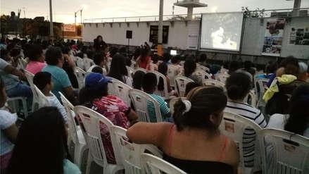Cine al aire libre como antídoto contra la violencia en Trujillo