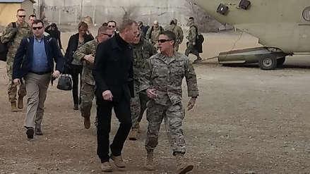 El jefe del Pentágono visita Afganistán en medio de las negociaciones de paz de EE.UU. con los talibanes