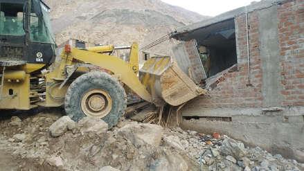 Joven resultó herido cuando retiraba escombros del huaico en Aplao con maquinaria