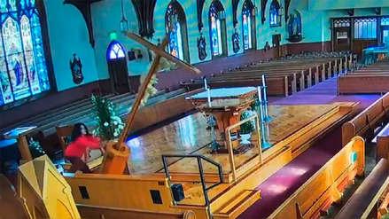 Día de Furia: Mujer destruyó imágenes y derribó el crucifijo de una iglesia en EE.UU.